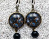 "Long drop sleepers earrings, round cabochon and black glass bead - Blue wax flowers design -  model ""Caroline"""