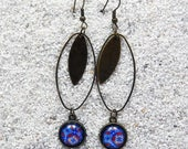 """Long drop earrings, oval hoop, round cabochon and charm- Model  """"Sylvie"""" - Blue Africa wax design"""