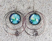 """Long drop creole earrings, turquoise blue Hawaian monstera deliciosa design, hoops, round cab and little charm - Model """"Mathilde """""""