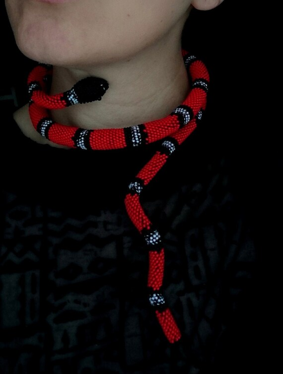 Fine flat snake necklace chocker silver colored bendy red cut glass blocks faux-beads