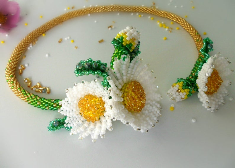 Flowers Handmade Daisies beaded Beaded necklace for women White flowers Beaded Jewelry Chamomile Necklace Beaded flowers