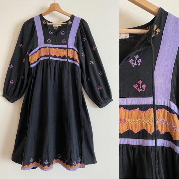Vintage 70s cotton boheme dress // Vintage embroid
