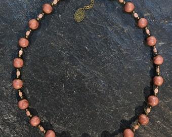 Kurze Halskette aus handgemachten Polymer Clay Perlen (Fimo). Mit Hamsa Hand der Fatima Anhänger.