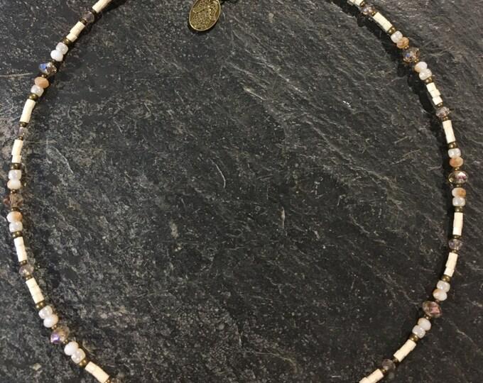 Kurze Handgemachte Perlen Halskette. Mit Hamsa Hand der Fatima Anhänger.