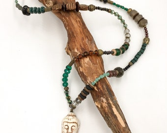 Handgemachte Lange Perlen Halskette aus Toho Perlen , Glasperlen und Polymer Clay (Fimo) Perlen. Mit Hamsa Hand der Fatima Anhänger.