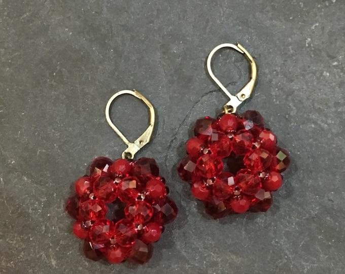 Handgemachte / Handgemacht Perlen Ohrringe aus Toho Perlen in Dunkelrot. Blei und Nickel frei.