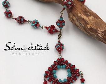 Kurze handgemachte Kugel-Halskette aus Toho Perlen. Mit Fatima-Hamsa-Hand-Anhänger.