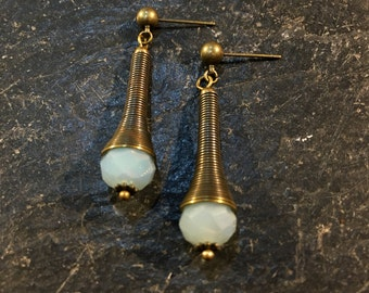 Handgemachte Ohrringe in außergewöhnlicher Form. Der Beliebteste Ohrring. Blei und Nickel frei.