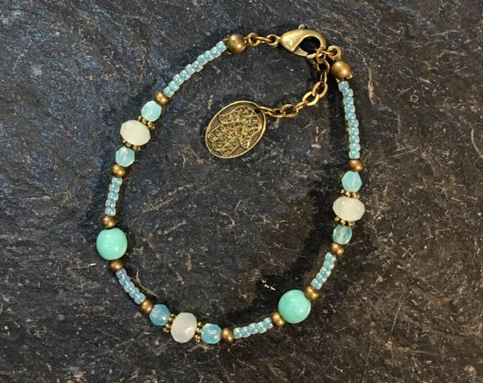 Handgemachtes / Handgemacht Perlen Armband aus Toho Perlen. Mit Hamsa Hand der Fatima Anhänger. (2)