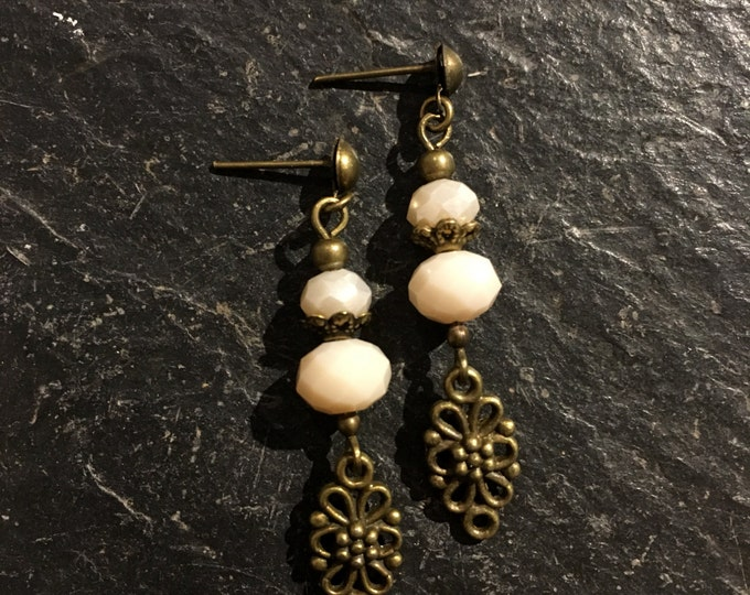 Handmade beaded earrings made of beads.
