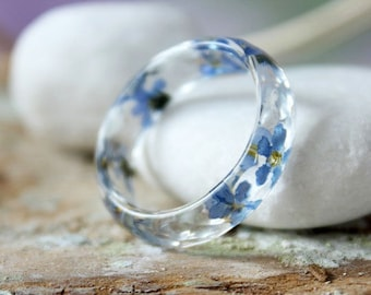 Forget me not ring Faceted resin ring Thin band faceted ring Transparent resin ring Pressed flower ring Nature jewelry Blue band rings