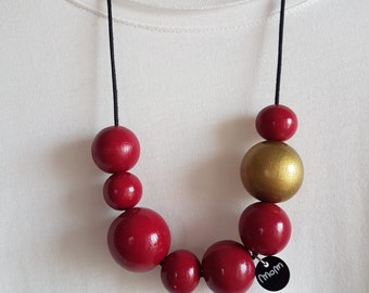 Victoria necklace with hand-painted wooden balls raspberry