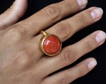 Antique 18k gold and coral ring