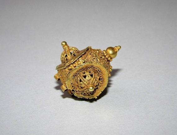 Ancient Fatimid / Mamluk gold earring - Syria / Eg