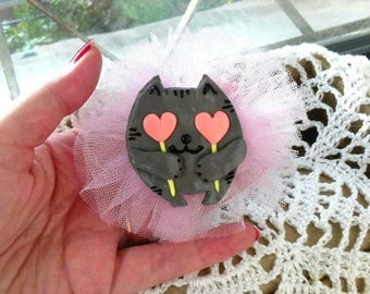 Brooch cat, decoration for bags, love cats, accessory for bags, decoration for dresses, cat with heart, brooch for girl, brooch for a hat