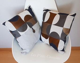 Cushion cover with gray and blue art-deco patterns with golden touches