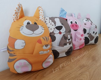 Cushion with funny animal motifs for baby