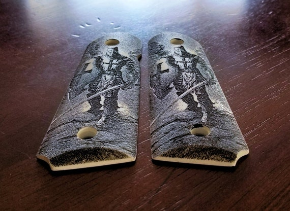 """faux  scrimshaw  /""""Three miniature teeth/"""" highly detailed engraving Srp £36+++++"""