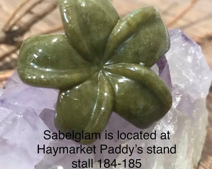 Featured listing image: Natural Jade pendant cloverleaf 100% vintage