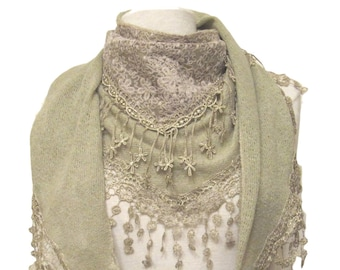 Triangle knitted scarf with lace panel, tassels and small flower droplets - beige/green - CFOC0923BG