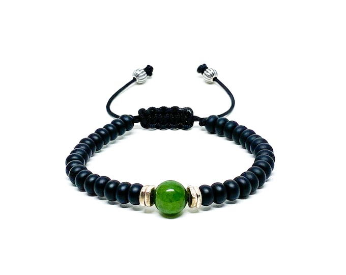 Men's bracelet with Onyx, Jade and silver spacers.