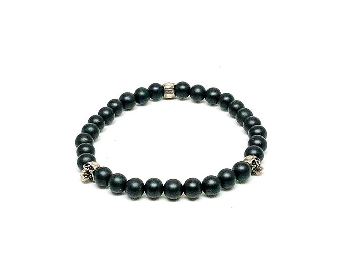 Men's bracelet with Matte Onyx and 925 Silver skulls.