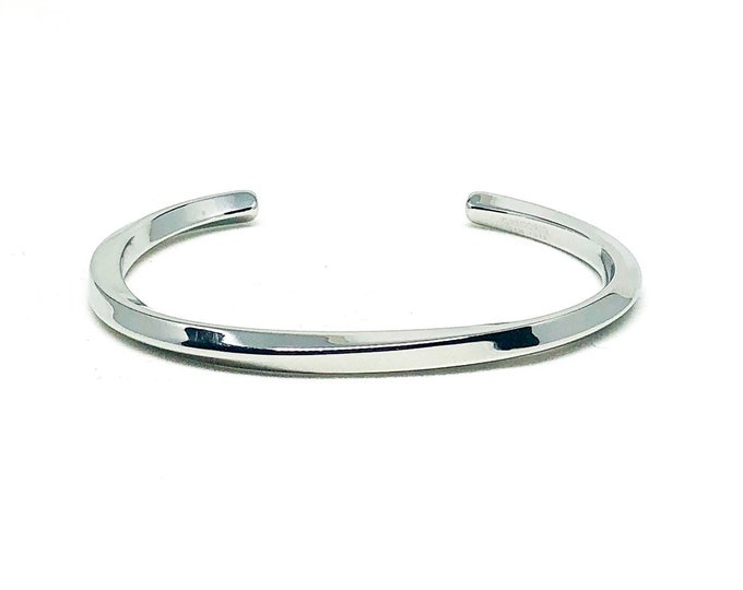 Men's cuff with sophisticated look.