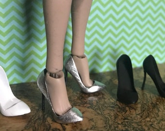 2 Pairs 1:12 Dollhouse Miniature Metal High Heels Shoes+Slippers Home Decor