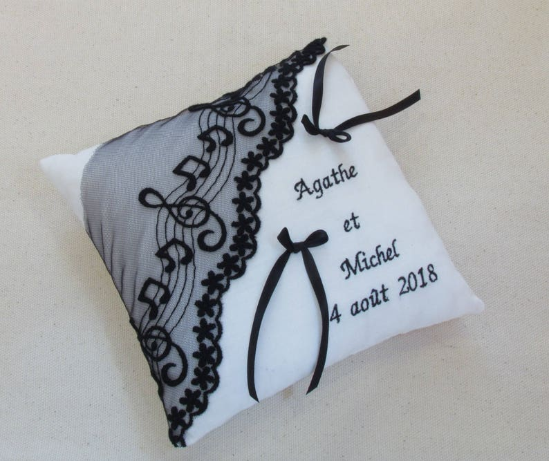 Black and white pillow wedding ring bearer wedding lace theme music pillow embroidered with names wedding date Saperlipopette Creation