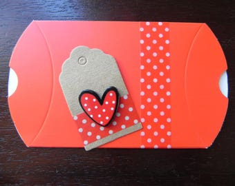 AMORE MIO COLLECTION: decorated box and decorated tag