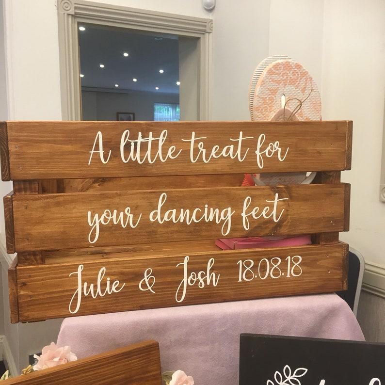 c4c82d280c574e A little treat for your dancing feet wedding flip flop crate