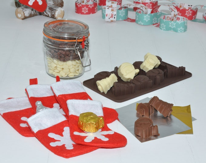 Handmade Christmas choc, Xmas tree choc making set, kit for making choc to hang on the tree, Kilner jar, mini Christmas stockings, choc mold