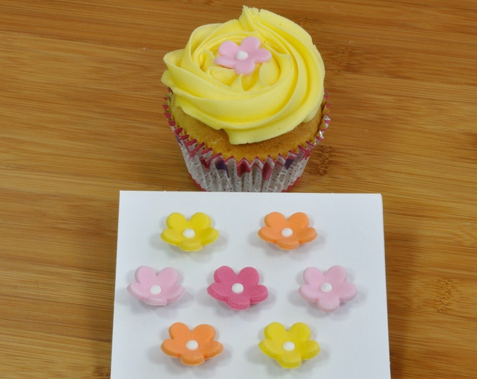 Pack of Edible Blossom Cake Decorations