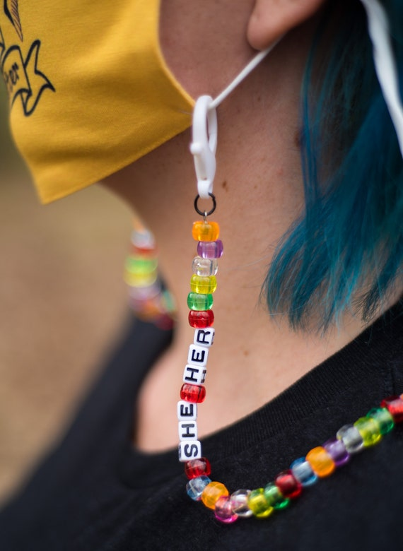 Pronouns mask chain
