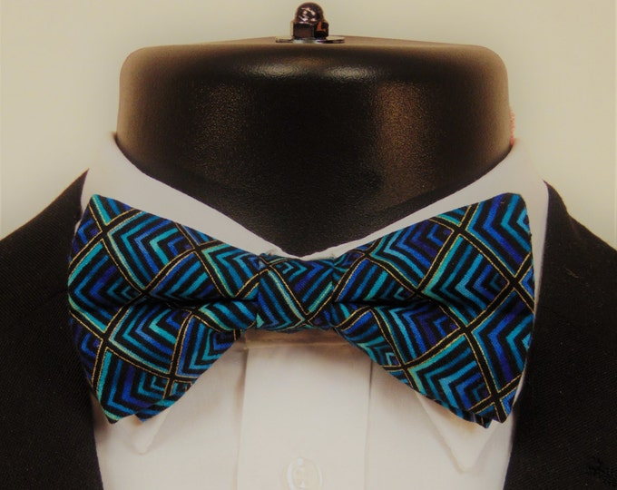 Peacock Bow Tie – Mens or Boys Peacock Inspired Pre Tied Bow Tie.