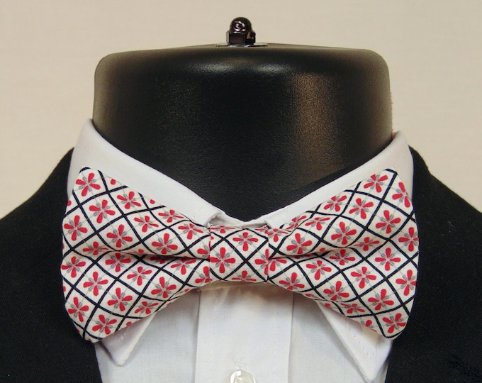 Red and White Bow Tie – Mens or Boys Classic Pre Tied Bow Tie.