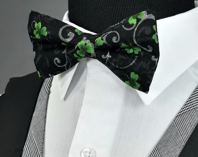 St Patricks Bow Tie – Mens Black with Green Clovers Pre Tied Bowtie, also Available as a Extra Long Bow Tie.