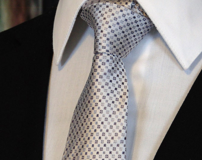 Silk Neck Ties – Mens Silver Silk Necktie for the Office