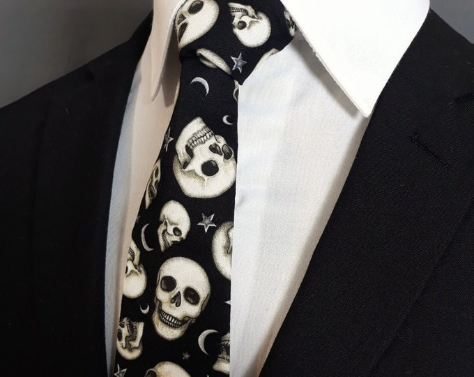 White and Black Skull Tie – Mens Halloween Skull Necktie.