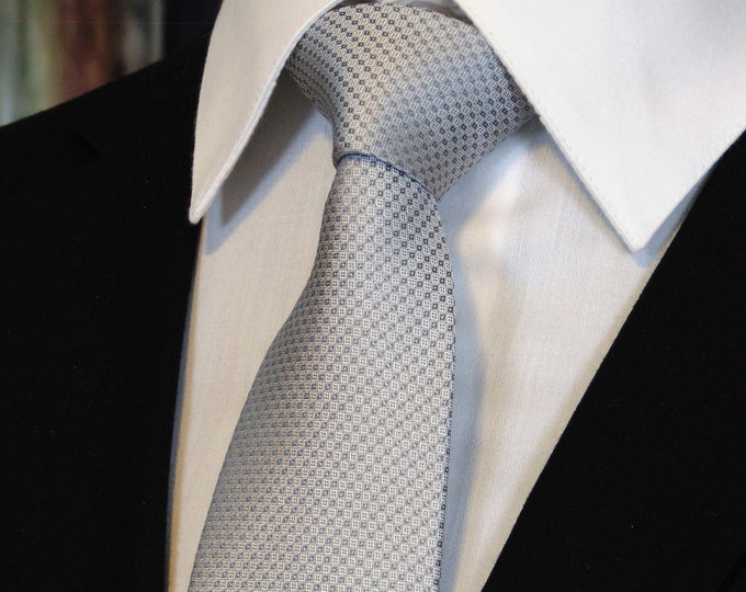 Great Gifts for Men – Silver on Silver Mens Neck Tie