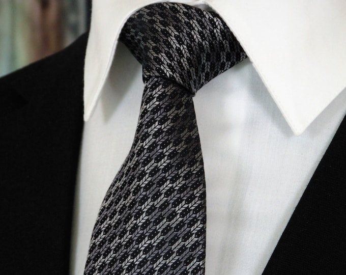 Gift for Businessman – Mens Silk Neck Tie Available as a Extra Long Tie