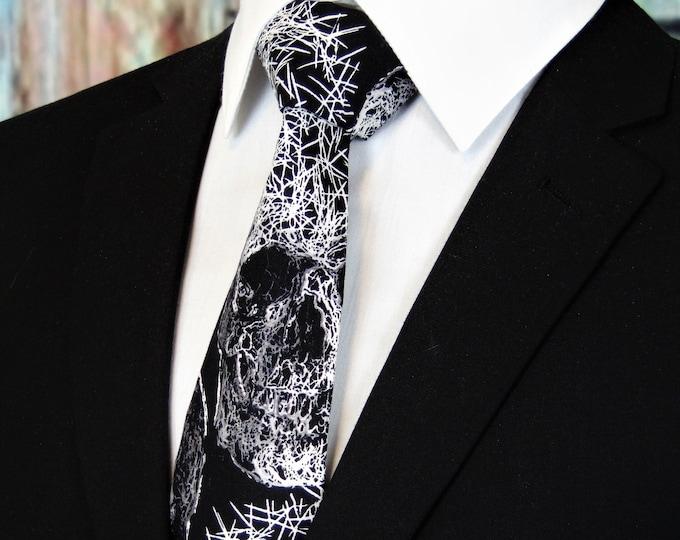 Gothic Skull Tie – Mens Spooky skull necktie.