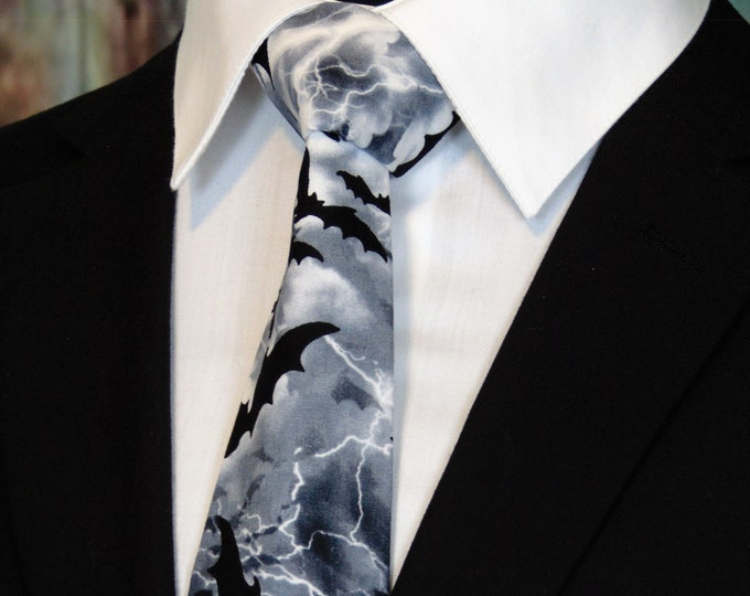 Bat Tie – Halloween Necktie with Bats