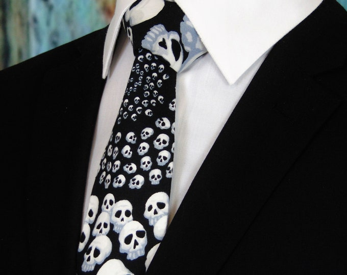 Goth – Mens Black with White Skull Necktie.