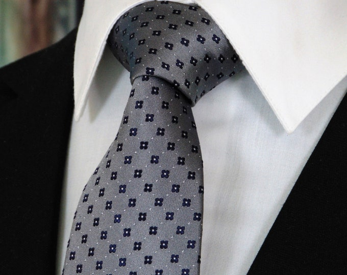 Silver and Black Tie – Mens Classic Silver and Black 100% Silk Necktie.