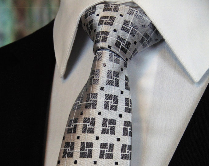 Silk Neckties – Mens Gray and Silver Geometric Silk Tie.