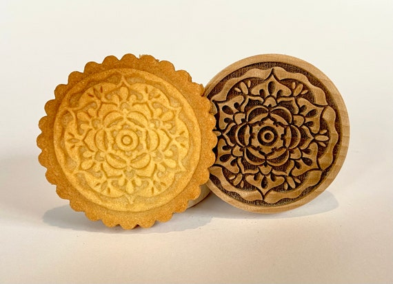 "No. 028 Wooden stamp deeply engraved ""Mandala"""