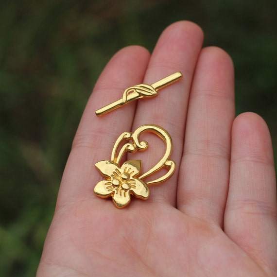 10 SETS OF ANTIQUE GOLD PLATED FLOWER TOGGLE CLASPS