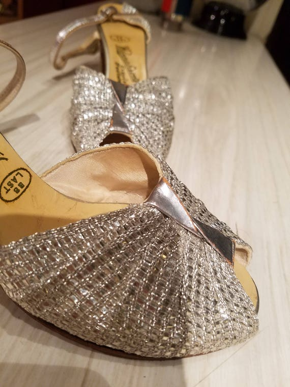 Vintage sparkly 1930's glittery silver evening sho