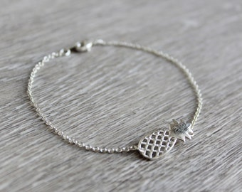 Bracelet with pineapple pendant silver